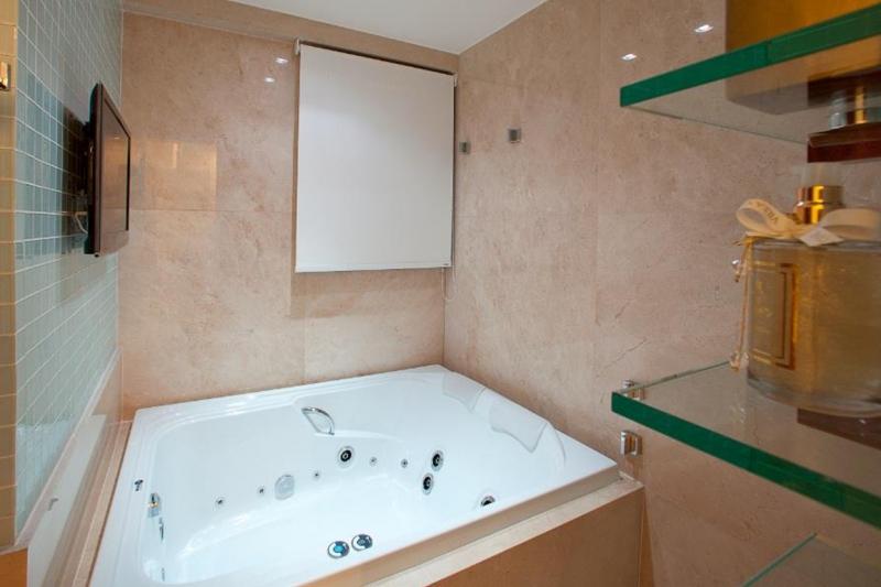Foto 1 de Banheira Premium Dupla